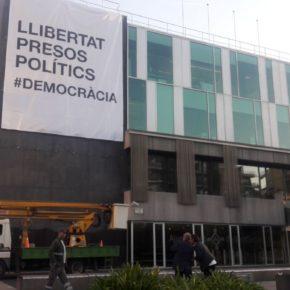 Cs Sant Cugat denuncia que el gobierno oculta el origen de la pancarta partidista que ha colgado de la fachada del Ayuntamiento